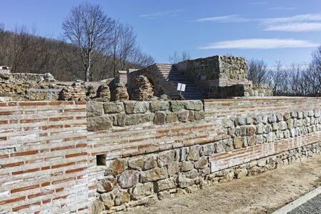 Ruines de l'ancienne forteresse romaine la porte de Trajan, région de Sofia, Bulgarie