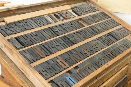 Holzbuchstaben in der Druckwerkstatt
