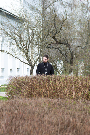 sotana: SPAS, RUSSIA - APRIL 30, 2016: Orthodox priest in cassock at the church Editorial