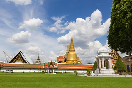 venerate: Grand Palace ( Wat Phra Kaew ) , Bangkok , Thailand.
