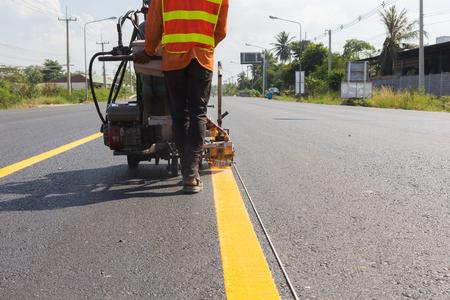 マシンをイジェクトし、道路交通のワーカー署名絵画。