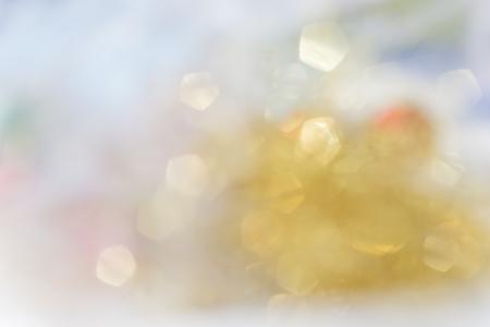 ゴールドの抽象的な背景ボケ円のバック グラウンドを使用します。