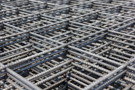 wire mesh: Iron wire for use base structure in road construction.