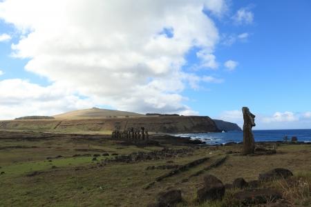 moai: Estatua de Moai en la isla de Pascua