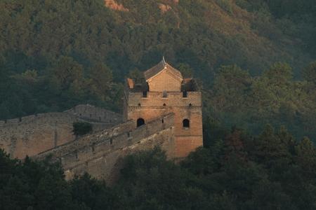 chinese wall: Il muro cinese Jinshanling con Sunrise presto al mattino