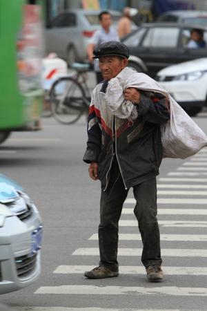hombre pobre: Poor Man en China