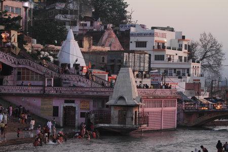 hindus: La ciudad santa de Haridwar en el Ganges en la India