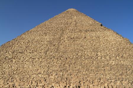 エジプトのギザのスフィンクスとピラミッド