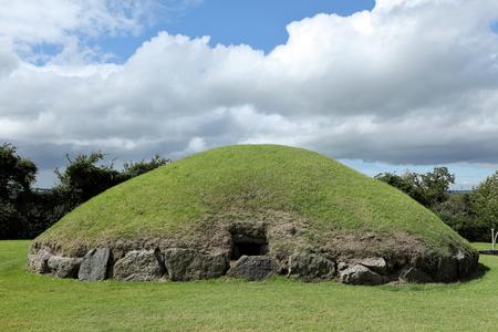 北アイルランドのニューグ レンジ古墳 写真素材 - 43945238