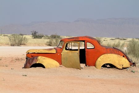 ferraille: Scrap cars in Namibia Banque d'images