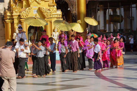 preaching: Buddhist ceremony and prayer for Buddha Editorial