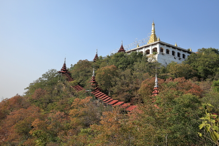 monasteri: Buddhist Monasteries and temples in Mandaley in Myanmar Archivio Fotografico