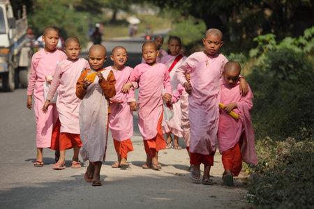 nuns: Buddhist nuns in Myanmar