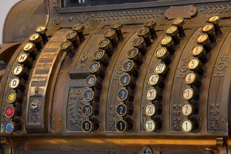 maquina registradora: Vieja caja registradora Foto de archivo