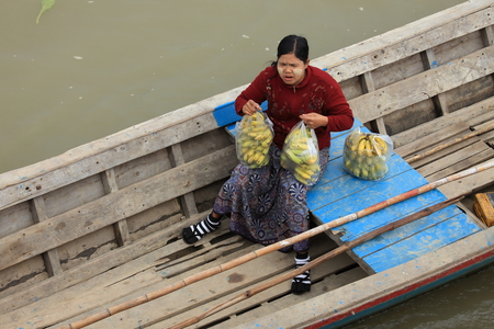 fruit trade: Floating Market on the Irrawaddy in Myanmar