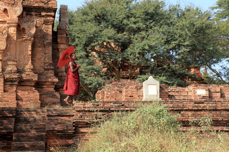 bagan: Buddhist monk in the temples of Bagan Stock Photo