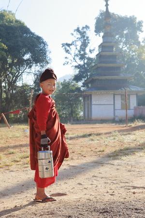moine: Jeune moine bouddhiste de Birmanie Banque d'images