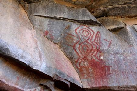 cave painting: Oscilar pinturas y pintura de cuevas en la Caatinga de Brasil Foto de archivo