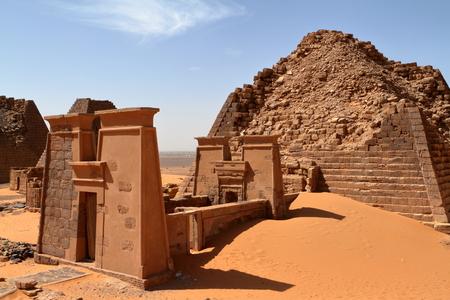 수단의 사하라 사막에서 메로에의 피라미드