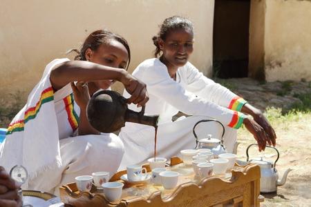 De traditionele koffieceremonie in Ethiopië Stockfoto