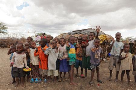 케냐의 마을 삼부 루 (Samburu)의 어린이들, 2012 년 10 월 12 일