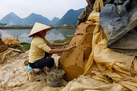 Tiles are handmade in Bac Son in Vietnam Imagens