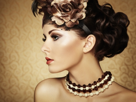 beautiful girl face: Retro portrait of a beautiful woman. Vintage style.