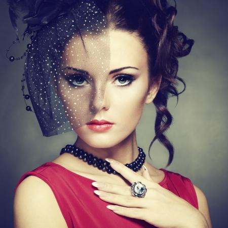 veil: Retro portrait of a beautiful woman. Vintage style.