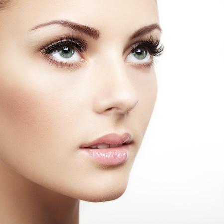 Mooie vrouw gezicht. Perfecte make-up. Beauty fashion