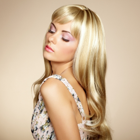 Photo of beautiful woman with magnificent hair  Fashion photo photo