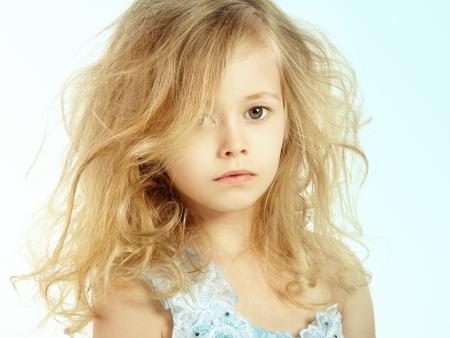 little models: Retrato de la ni�a bonita. Fotograf�a de Moda