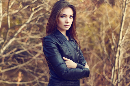 Portrait of young beautiful woman in leather jacket. Fashion photo Stockfoto