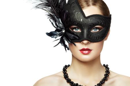 modelo desnuda: Joven y bella mujer en negro m�scara veneciana misteriosa. Moda foto Foto de archivo