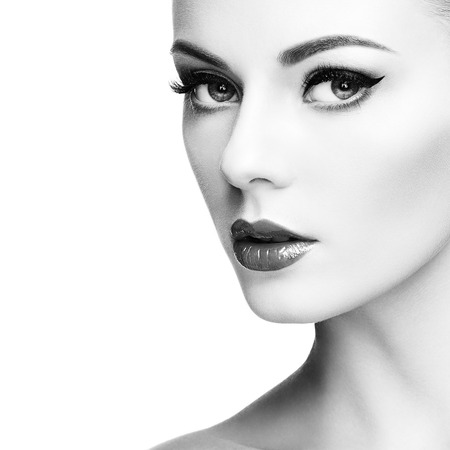 nude sexy woman: Beautiful woman face. Perfect makeup. Beauty fashion. Eyelashes. Cosmetic Eyeshadow