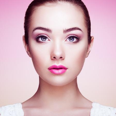 beauty face: Beautiful woman face. Perfect makeup. Beauty fashion. Eyelashes. Cosmetic Eyeshadow