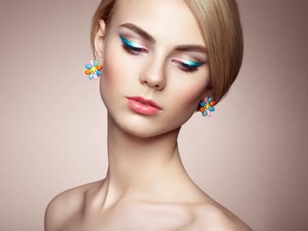 glamour woman elegant: Portrait of beautiful sensual woman with elegant hairstyle.  Perfect makeup. Blonde girl. Fashion photo. Jewelry Stock Photo