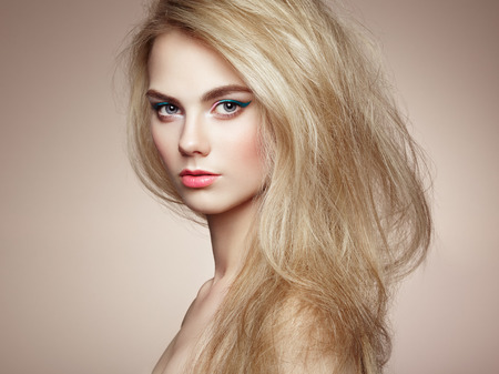 Fashion portrait of elegant woman with magnificent hair. Blonde girl. Perfect make-up. Hairstyle Foto de archivo