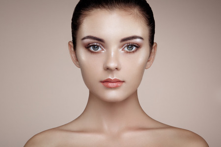 highlight: Beautiful woman face. Perfect makeup. Beauty fashion. Eyelashes. Cosmetic Eyeshadow. Highlighting