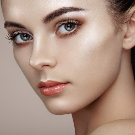 makeup fashion: Beautiful woman face. Perfect makeup. Beauty fashion. Eyelashes. Cosmetic Eyeshadow. Highlighting
