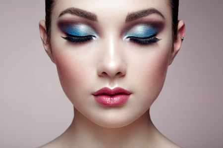 makeup: Beautiful woman face. Perfect makeup. Beauty fashion. Eyelashes. Lips. Cosmetic Eyeshadow Stock Photo