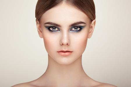 Beautiful woman face. Perfect makeup. Beauty fashion. Eyelashes. Lips. Cosmetic Eyeshadow. Perfect skin 免版税图像