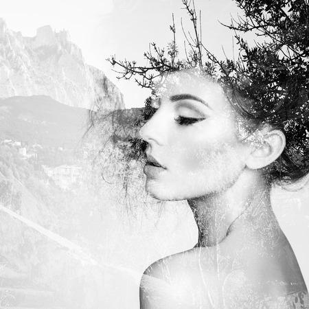 Retrato de la hermosa mujer sensual con elegante estilo de peinado. Foto de moda. Retrato doble exposición de la mujer combinada con la fotografía de la naturaleza