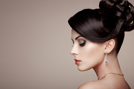 fashion and beauty: Fashion portrait of young beautiful woman with jewelry. Brunette girl. Perfect make-up.  Beauty style woman with diamond accessories Stock Photo