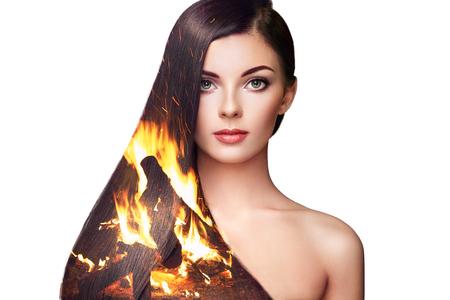 Dubbele blootstelling foto van mooie vrouw met lang haar. Meisje met perfecte make-up en kapsel. Model brunette met perfect gezond donker haar