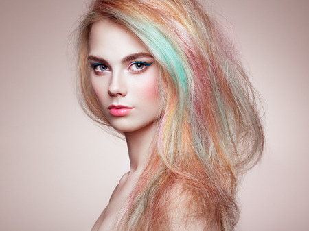 Beauty Fashion Model Girl with Colorful Dyed Hair. Girl with perfect Makeup and Hairstyle. Model with perfect Healthy Dyed Hair. Rainbow Hairstyles 版權商用圖片 - 93199099