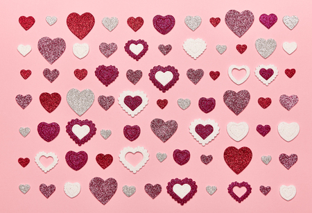 Valentines Day Background. Red Hearts on a Pink background. Flat Lay. St.Valentines Day Wallpaper. Love concept 版權商用圖片