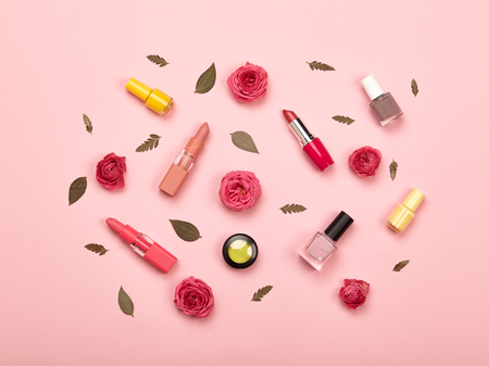 Fashionable Womens Cosmetics and Accessories. Falt Lay. Nail Polish and Lipstick. Beautiful Roses Flower. Make Up Cosmetic items Top View 스톡 콘텐츠