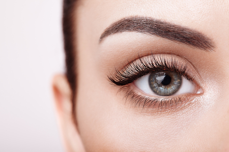 Female Eye with Extreme Long False Eyelashes. Eyelash Extensions. Makeup, Cosmetics, Beauty. Close up, Macro Imagens