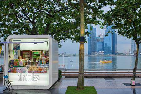 SINGAPORE – february 27, 2011 : small drinks kiosk on Esplanade Drive