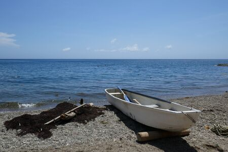 Boat in the beautiful beach of Taganga. Colombia Imagens